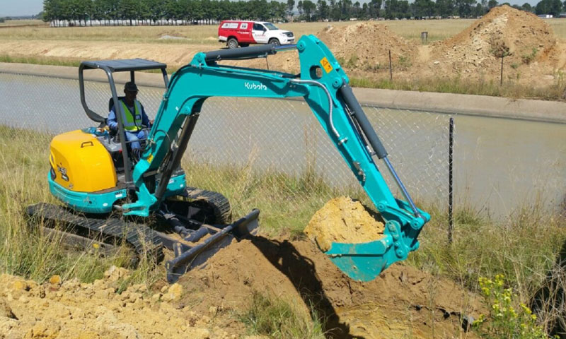 Pipe-Jack-Gauteng's-Kubota-U50-compact-excavator-at-work-at-a-pipe-cracking-and-pipe-laying-contract-for-Rand-Water.